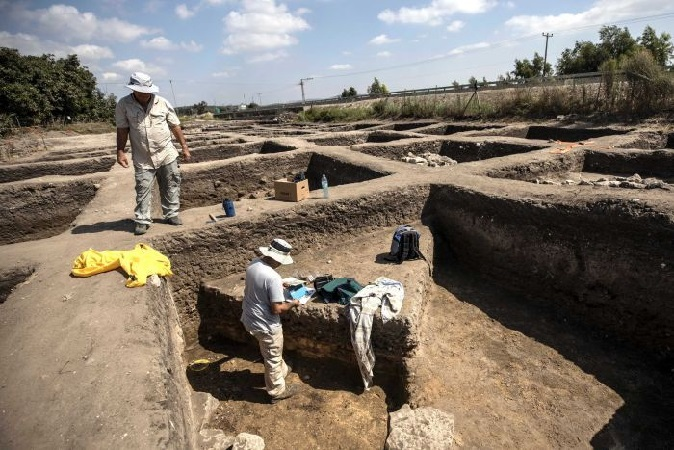 https: img-z.okeinfo.net content 2019 10 07 56 2113784 arkeolog-temukan-sisa-sisa-kota-kuno-berusia-5-000-tahun-re5mA93snt.jpg