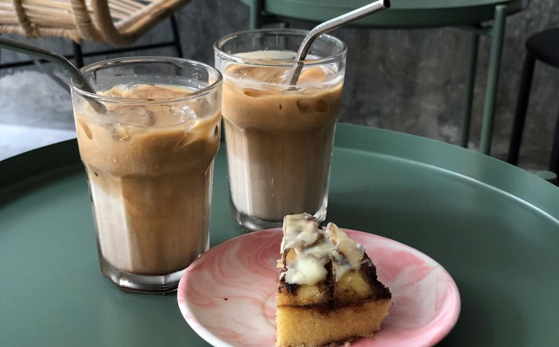 https: img-z.okeinfo.net content 2019 10 08 298 2114390 es-kopi-susu-fenomena-yang-lahir-ketika-peminum-kopi-serius-sudah-mulai-jenuh-re7xPEPRQQ.jpg
