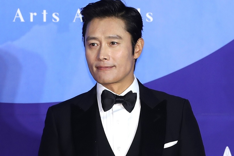 https: img-z.okeinfo.net content 2019 10 08 598 2114449 ditolak-jo-in-sung-drama-here-sukses-pinang-lee-byung-hun-dVW8RWTAOZ.jpg