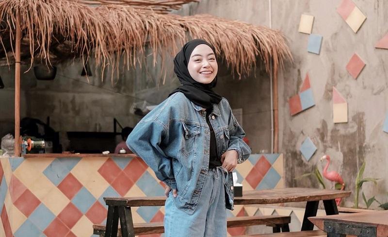 https: img-z.okeinfo.net content 2019 10 08 617 2114203 5-ide-padu-padan-busana-hijab-street-style-bikin-penampilan-makin-kece-PXsZ4GVuAg.jpg