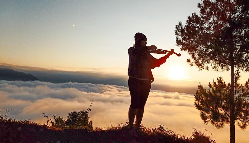 https: img-z.okeinfo.net content 2019 10 09 406 2114744 sensasi-berburu-sunrise-dan-sunset-di-karua-toraja-utara-3vRNPV4dxj.jpg