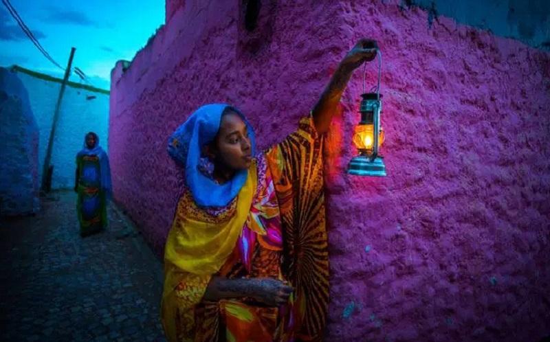 https: img-z.okeinfo.net content 2019 10 09 615 2114799 menengok-indahnya-kota-harar-yang-penuh-dengan-warisan-budaya-islam-VHH1VMLmGI.jpg