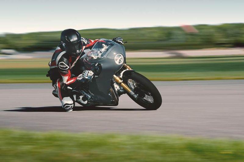 https: img-z.okeinfo.net content 2019 10 10 53 2115463 intip-modifikasi-bergaya-cafe-racer-pada-motor-royal-enfield-twins-dwBdri8T7V.jpg
