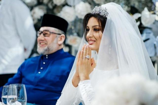 https: img-z.okeinfo.net content 2019 10 11 18 2115877 cerai-dengan-mantan-raja-malaysia-ratu-kecantikan-rusia-jual-cincin-nikah-demi-persalinan-oeqf8BCIu2.jpg