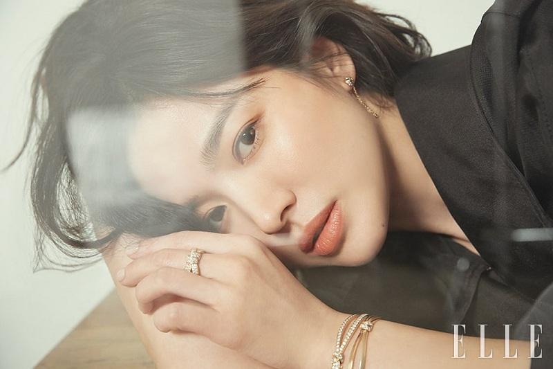 https: img-z.okeinfo.net content 2019 10 11 33 2115852 song-hye-kyo-kembali-ke-korea-setelah-resmi-bercerai-8gN4xvLKec.jpg