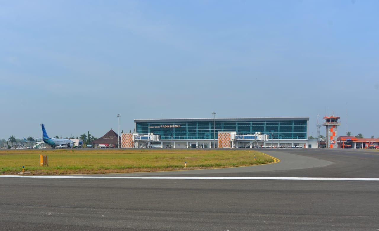 https: img-z.okeinfo.net content 2019 10 12 320 2116166 bandara-radin-inten-ii-bakal-layani-penerbangan-haji-dan-umrah-2aRsXL1UiP.jpeg