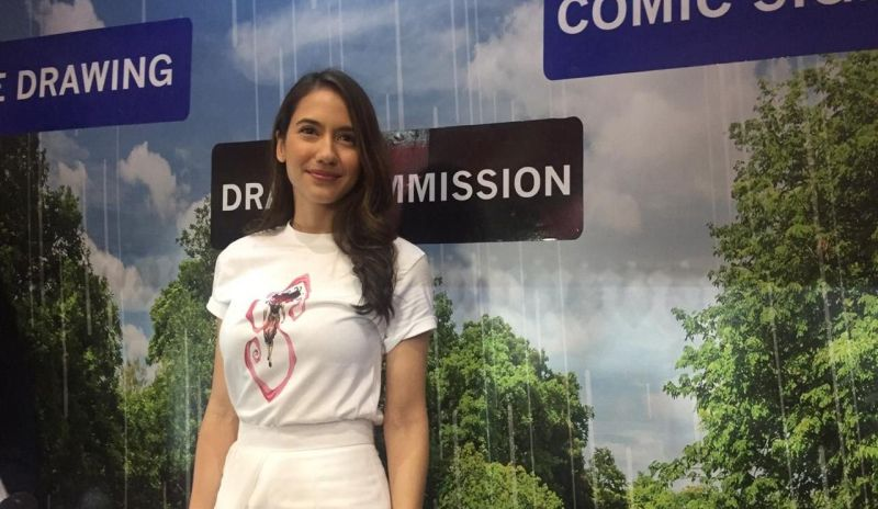 https: img-z.okeinfo.net content 2019 10 13 33 2116390 pevita-pearce-dapat-kejutan-ulang-tahun-di-indonesia-comic-con-2019-yFT6guiKfS.jpg