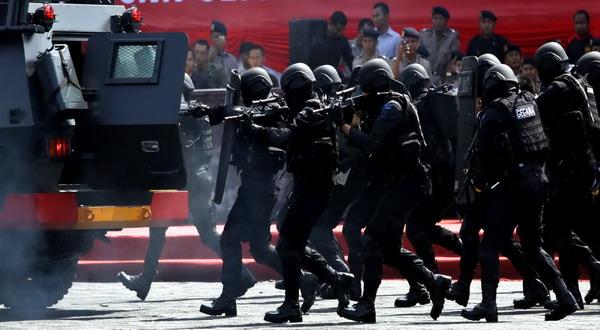 https: img-z.okeinfo.net content 2019 10 13 337 2116276 seorang-terduga-teroris-dikabarkan-ditangkap-densus-88-di-jambi-e1ucrKSjLc.jpg
