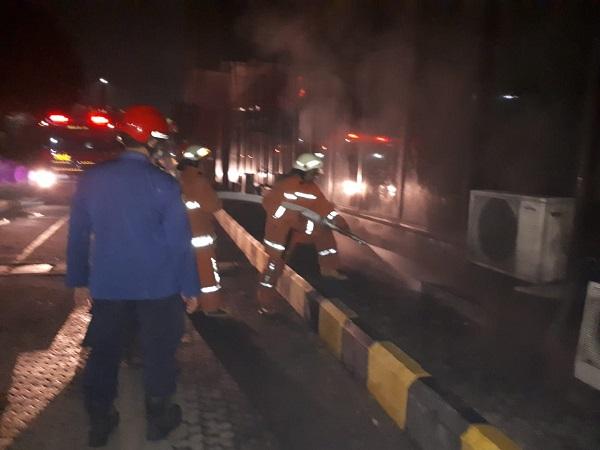 https: img-z.okeinfo.net content 2019 10 13 338 2116213 kebakaran-di-basement-gedung-pelni-14-mobil-damkar-dikerahkan-XL9QVT9Y8h.jpg
