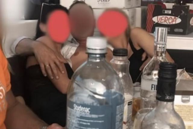 https: img-z.okeinfo.net content 2019 10 14 18 2116675 wali-kota-di-hungaria-terciduk-pesta-seks-bareng-wanita-panggilan-ClOFWoDQlY.jpg