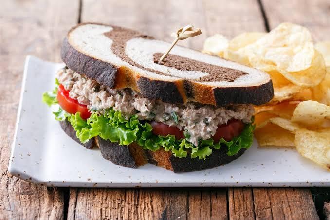 https: img-z.okeinfo.net content 2019 10 14 298 2116826 5-sandwich-lezat-ini-bisa-membantu-diet-kamu-yuk-coba-1cESKuo171.jpg