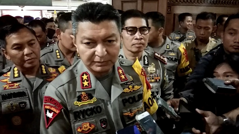 https: img-z.okeinfo.net content 2019 10 14 512 2116455 jelang-pelantikan-presiden-polisi-dekati-bem-di-jateng-d99isOSZgX.jpg