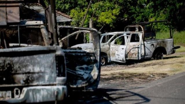 https: img-z.okeinfo.net content 2019 10 15 18 2117155 14-polisi-meksiko-tewas-usai-konvoi-kendaraan-diserang-kelompok-kriminal-TlTATs2v2r.jpg