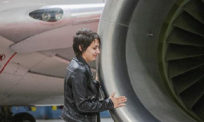 https: img-z.okeinfo.net content 2019 10 15 196 2117345 kisah-perempuan-pacaran-dengan-pesawat-terbang-selama-5-tahun-cdyfiMNf5G.jpg