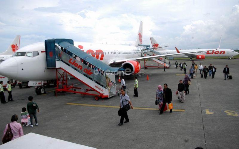 https: img-z.okeinfo.net content 2019 10 15 340 2117006 kabut-asap-tebal-lion-air-gagal-mendarat-di-bandara-sultan-thaha-jambi-WfWoBCnuWG.jpg