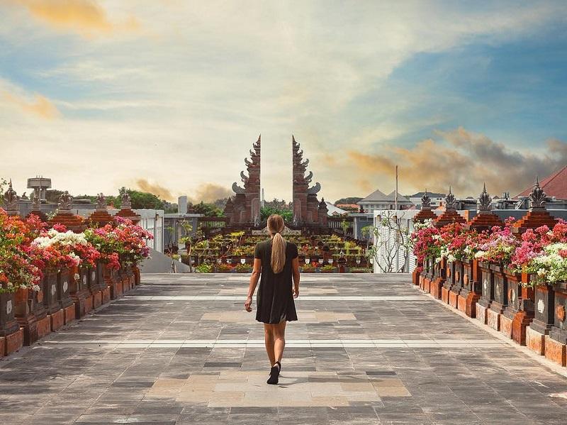 https: img-z.okeinfo.net content 2019 10 15 406 2116962 indonesia-jadi-destinasi-terfavorit-dunia-versi-conde-nast-traveler-IzCw7QTlky.jpg