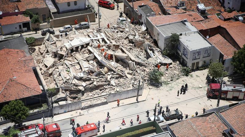 https: img-z.okeinfo.net content 2019 10 16 18 2117565 gedung-bertingkat-tujuh-di-brasil-runtuh-tewaskan-sedikitnya-satu-orang-beakdER7RF.jpg