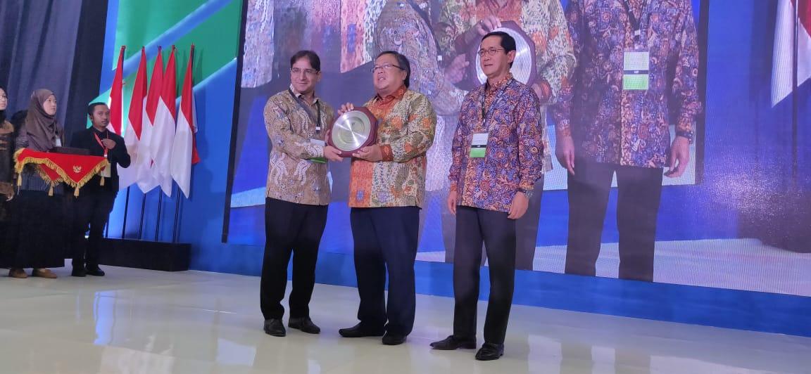 https: img-z.okeinfo.net content 2019 10 17 320 2118337 indonesia-juara-pertama-di-pasar-keuangan-syariah-global-XoHdqg9AT8.jpeg