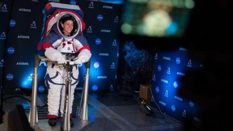 https: img-z.okeinfo.net content 2019 10 17 56 2118147 ini-jubah-baru-astronot-perempuan-untuk-menjelajah-bulan-gp5GUccI77.jpg