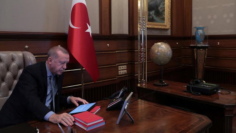 https: img-z.okeinfo.net content 2019 10 18 18 2118525 ditekan-soal-kurdi-erdogan-buang-surat-dari-trump-ke-tempat-sampah-5l9mL84qmH.jpg