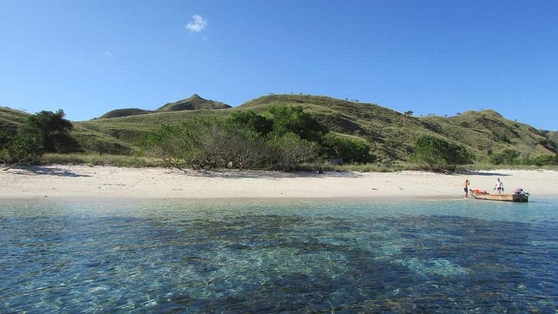 https: img-z.okeinfo.net content 2019 10 18 406 2118688 5-pulau-dengan-pantai-terindah-di-indonesia-selain-bali-A4OIkaqQcr.jpg