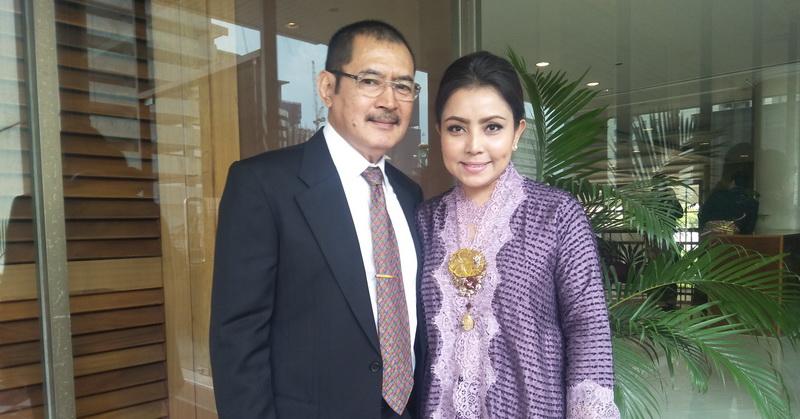 https: img-z.okeinfo.net content 2019 10 19 33 2119088 mayangsari-bambang-trihatmodjo-hadiri-pernikahan-cicit-soeharto-7yUfvWEbq6.jpg