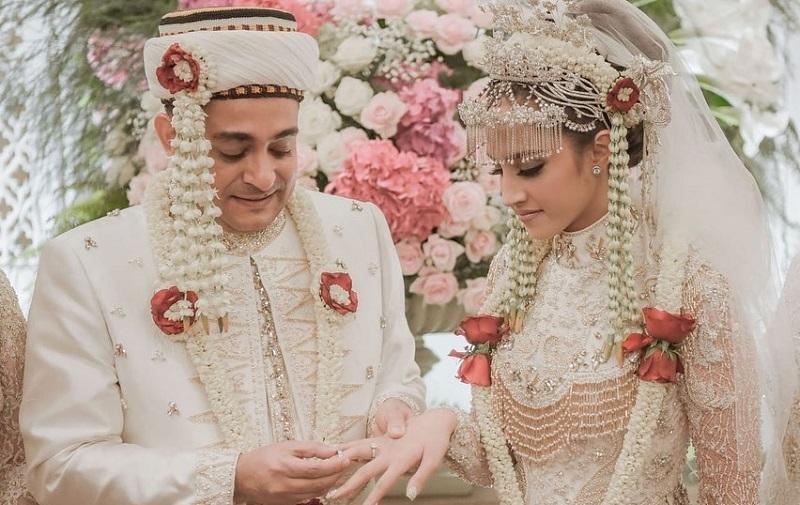 https: img-z.okeinfo.net content 2019 10 21 194 2119548 intip-penampilan-cantik-tsamara-amany-di-hari-pernikahan-kyGai1eP9J.jpg