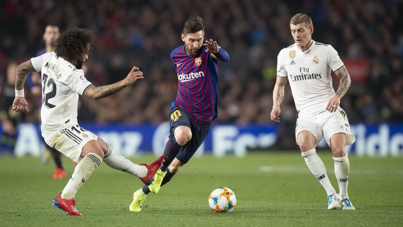 https: img-z.okeinfo.net content 2019 10 21 46 2119673 laga-barcelona-vs-madrid-ditunda-lenglet-bahagia-ddeqWcRKbO.jpg