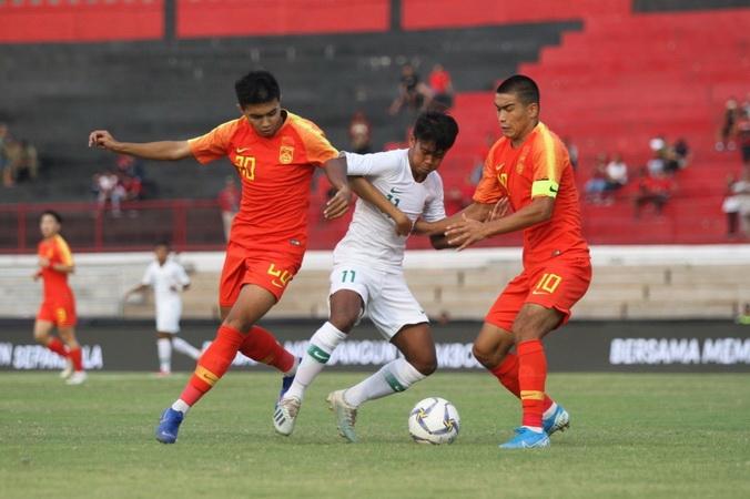 https: img-z.okeinfo.net content 2019 10 21 51 2119778 kalah-1-3-dari-china-pelatih-timnas-indonesia-u-19-ambil-sisi-positif-6wu2OOaoZc.jpg