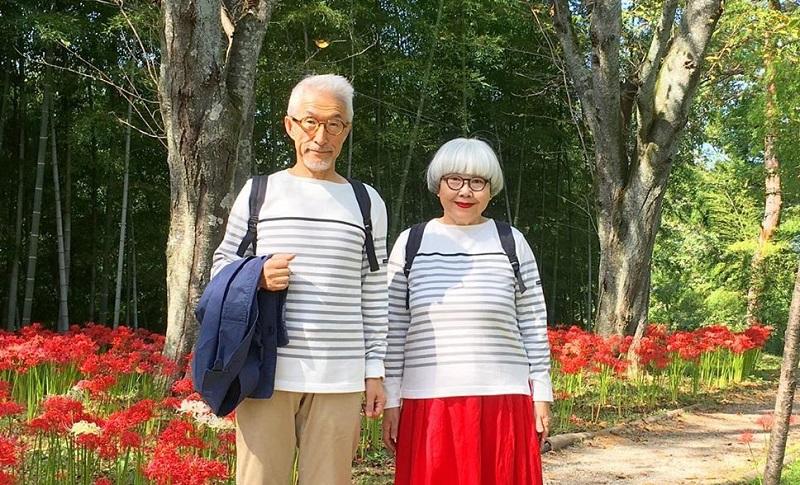 https: img-z.okeinfo.net content 2019 10 22 194 2120087 39-tahun-menikah-pasangan-ini-pakai-baju-serasi-setiap-hari-2Qnum6PhDl.jpg