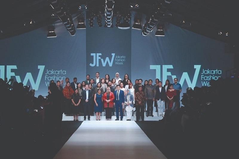 https: img-z.okeinfo.net content 2019 10 22 194 2120298 resmi-digelar-jfw-2020-bakal-diramaikan-ratusan-desainer-dan-tren-fashion-mancanegara-88F1Fk2Dqj.jpg