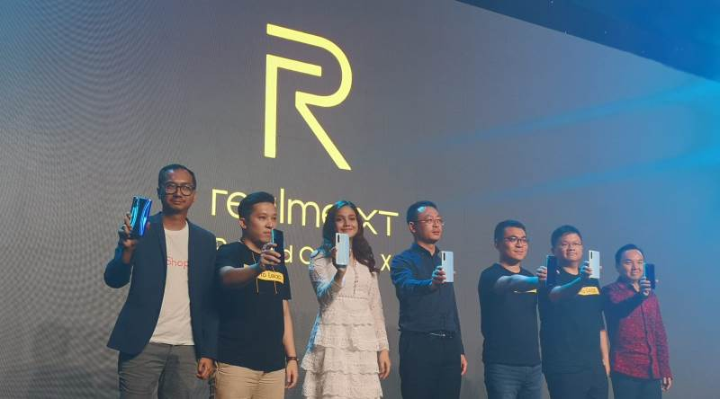 https: img-z.okeinfo.net content 2019 10 23 57 2120885 realme-xt-resmi-meluncur-dengan-kamera-64-mp-di-indonesia-6eUiKHEVGV.jpg