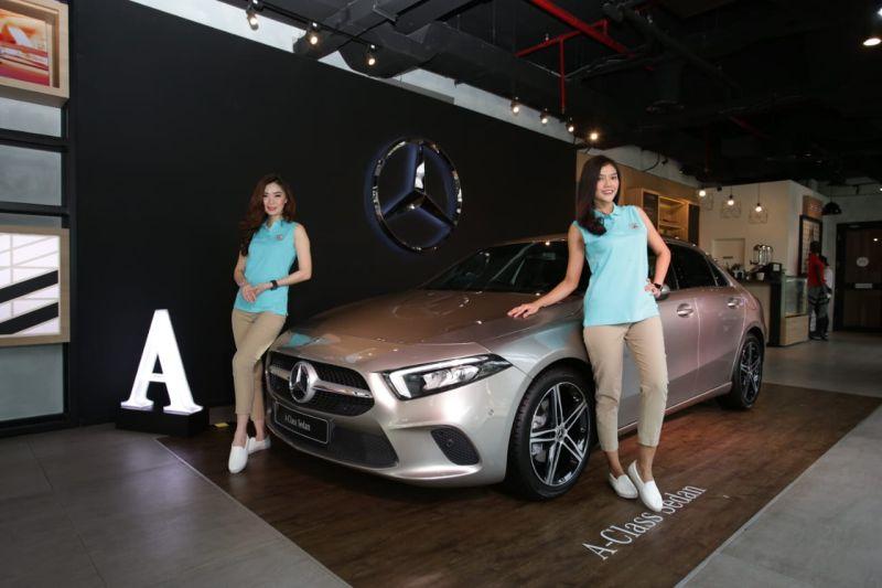 https: img-z.okeinfo.net content 2019 10 24 52 2121353 sedan-kompak-mercedes-benz-resmi-hadir-di-indonesia-banderolnya-rp700-juta-JXwCwX19CA.jpg