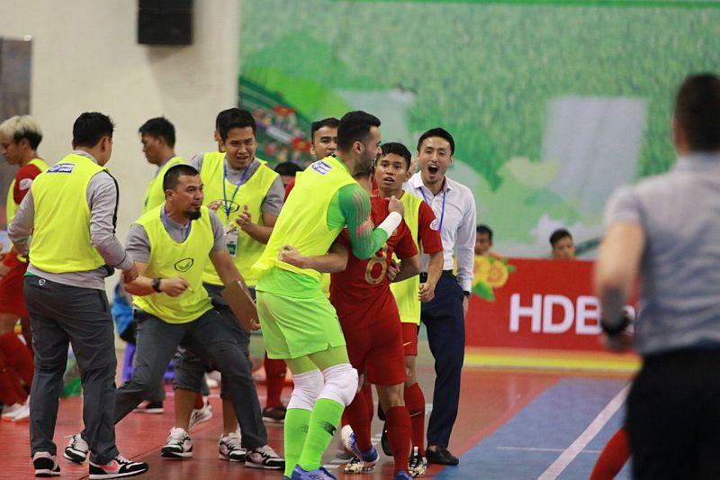 https: img-z.okeinfo.net content 2019 10 25 51 2121783 gol-firman-adriansyah-bawa-timnas-futsal-indonesia-ungguli-myanmar-U63yubQIBY.jpg