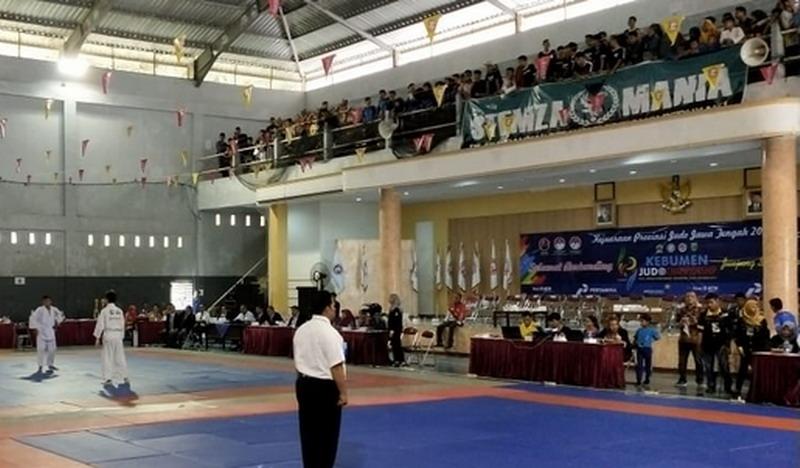 https: img-z.okeinfo.net content 2019 10 26 43 2122107 gelar-kejuaraan-judo-pemkab-kebumen-jaring-atlet-berbakat-dari-daerah-N2s1WhtCkH.jpg