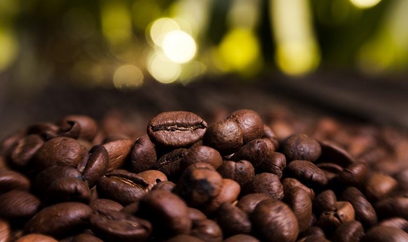 https: img-z.okeinfo.net content 2019 10 30 320 2123599 kedai-kopi-bermunculan-ri-jadi-produsen-kopi-terbesar-keempat-dunia-8afANHQQSY.jpg