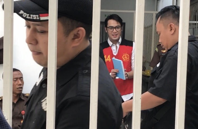 https: img-z.okeinfo.net content 2019 10 30 33 2123591 belajar-hukum-di-penjara-kriss-hatta-ikut-soroti-kasus-irwansyah-tDEQjEwZya.jpg