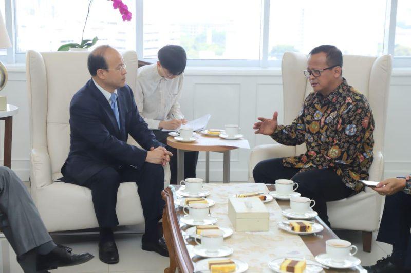 https: img-z.okeinfo.net content 2019 11 03 320 2125245 tingkatkan-ekspor-perikanan-indonesia-rencanakan-kerjasama-dengan-china-XhGQQDEF61.jpg