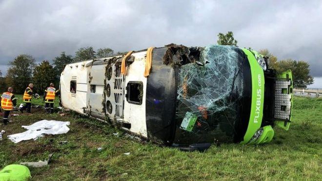 https: img-z.okeinfo.net content 2019 11 04 18 2125309 kecelakaan-bus-di-prancis-33-orang-terluka-ocHDltPzFH.jpg
