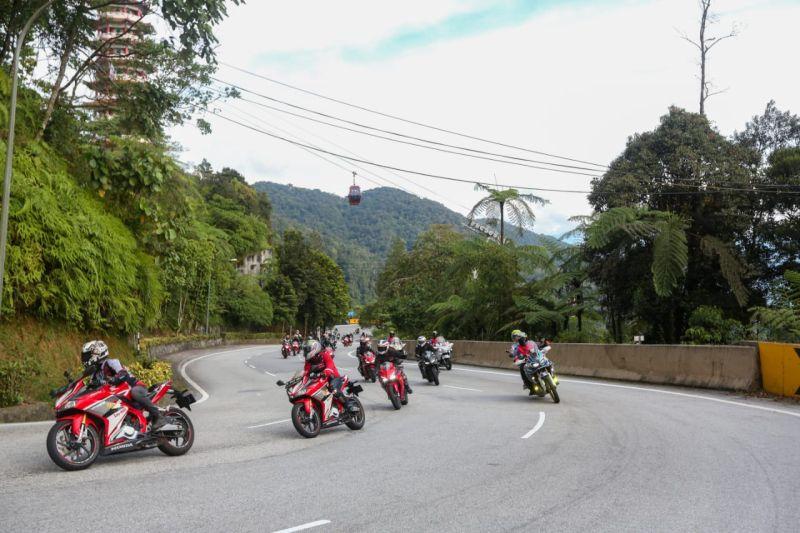 https: img-z.okeinfo.net content 2019 11 04 53 2125647 ahm-ajak-rombongan-bikers-tanah-air-menjelajahi-lintas-negeri-jiran-cjXiQU3LVg.jpg