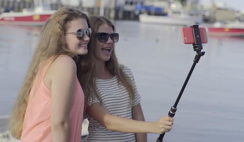 https: img-z.okeinfo.net content 2019 11 04 612 2125450 5-negara-ini-buat-aturan-larangan-selfie-doTvACRDur.jpg