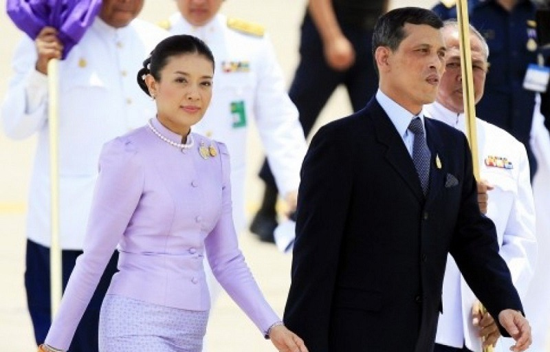 https: img-z.okeinfo.net content 2019 11 04 612 2125472 5-fakta-tentang-srirasmi-suwadee-mantan-istri-ketiga-raja-thailand-yang-hilang-bak-ditelan-bumi-nZ1NxGlIhJ.jpg
