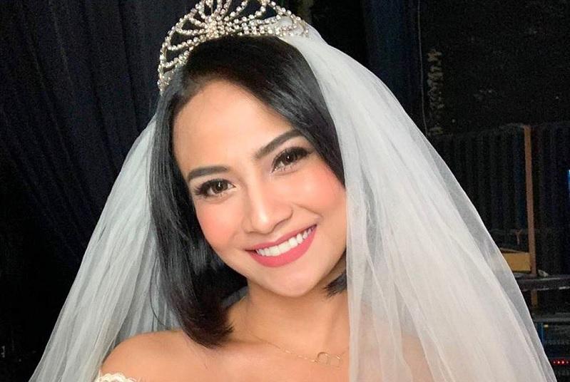 https: img-z.okeinfo.net content 2019 11 05 33 2126170 bicara-pernikahan-impian-vanessa-angel-ungkap-lokasi-resepsi-idaman-8lQMuOkPcb.jpg
