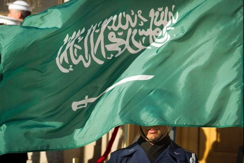 https: img-z.okeinfo.net content 2019 11 06 18 2126280 warga-asing-berstatus-horoob-dilarang-masuk-kembali-ke-arab-saudi-EoArmAlz0I.jpg