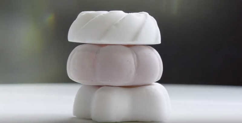 https: img-z.okeinfo.net content 2019 11 06 298 2126470 berat-cuma-1-gram-inilah-dessert-teringan-di-dunia-5jOMPTCyCR.jpg