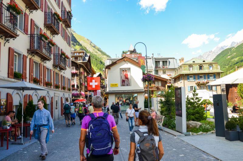 https: img-z.okeinfo.net content 2019 11 06 406 2126307 tak-cuma-pegunungan-swiss-punya-4-destinasi-city-tour-keren-loh-Bq3hrVUoeT.jpg