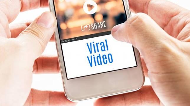 https: img-z.okeinfo.net content 2019 11 07 612 2127122 viral-video-pasangan-berantem-netizen-tuding-lagi-mesum-I70OCR3ivb.jpg
