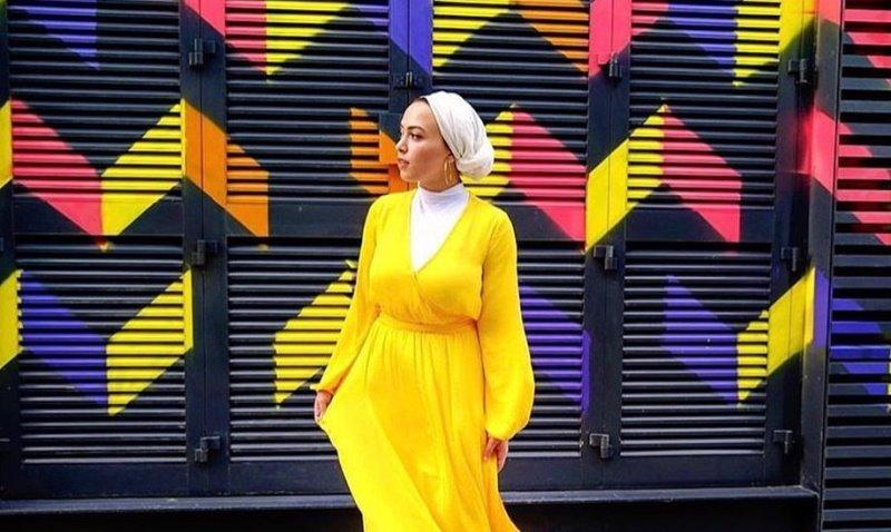 https: img-z.okeinfo.net content 2019 11 07 617 2126748 4-inspirasi-outfit-longdress-kuning-untuk-hijabers-OhzWdcos7U.jpg