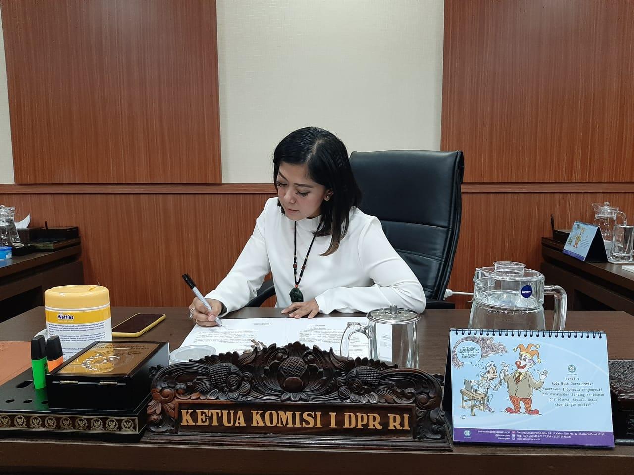 https: img-z.okeinfo.net content 2019 11 08 337 2127586 meutya-hafid-dan-perspektif-wanita-dalam-pembangunan-indonesia-pYV8Epxty4.jpg