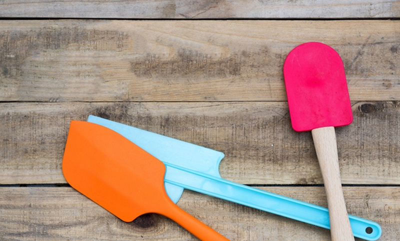 https: img-z.okeinfo.net content 2019 11 08 481 2127515 penggunaan-peralatan-masak-plastik-dapat-sebabkan-masalah-tiroid-dan-kanker-3fdC5zoh47.jpg